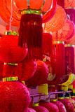 Rode Chinese lampen die in het district van China in Singapore hangen royalty-vrije stock afbeelding