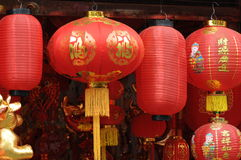 Rode, Chinese lantaarns stock foto