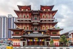Rode Chinese tempel - van het de Tandoverblijfsel van Boedha de Tempel en het Museum in Singapore Royalty-vrije Stock Foto
