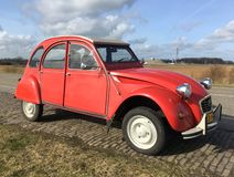 "Rode Citroà ""n 2CV Royalty-vrije Stock Foto"