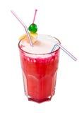 Rode cocktail die op wit wordt geïsoleerdr Stock Afbeeldingen