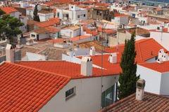 Rode daken en witte huizen Royalty-vrije Stock Fotografie
