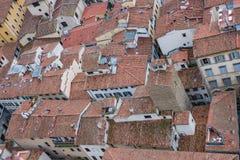 Rode daken van oude die huizen Florence van het observatieplatform Duomo wordt gezien, Kathedraal Santa Maria del Fiore Royalty-vrije Stock Foto's