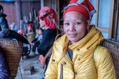 Rode Dao-vrouw in Sapa, Vietnam Stock Foto
