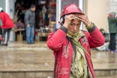 Rode Dao-vrouw in Sapa, Vietnam Stock Fotografie