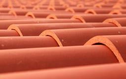 Rode de close-upfoto van het tegeldak Stock Fotografie