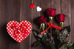 Rode de moeders de dag van de vrouwen van de valentijnskaartendag nam de verrassing van de het hartvorm van de giftdoos toe Stock Afbeelding