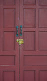 Rode deur met slot Stock Afbeeldingen