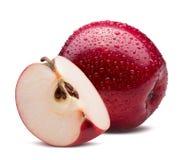 Rode die appel met plak in waterdalingen op een witte backgrou worden geïsoleerd Royalty-vrije Stock Foto's