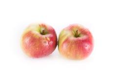 Rode die appel twee op wit wordt geïsoleerd Stock Foto