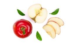Rode die appelen met plakken en bladeren op witte hoogste mening worden geïsoleerd als achtergrond Reeks of inzameling Vlak leg p Stock Fotografie