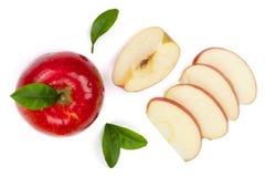 Rode die appelen met plakken en bladeren op witte hoogste mening worden geïsoleerd als achtergrond Reeks of inzameling Vlak leg p Stock Afbeelding