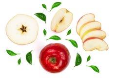 Rode die appelen met plakken met groene die bladeren worden verfraaid op witte hoogste mening worden geïsoleerd als achtergrond R Stock Afbeelding