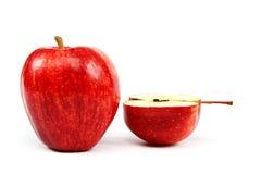 Rode die appelen op een witte achtergrond worden geïsoleerd Royalty-vrije Stock Afbeelding