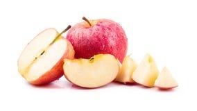 Rode die appelen op een witte achtergrond worden geïsoleerd stock afbeelding