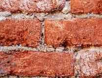 Rode die baksteen tegen corrosie en tijd wordt aangetast Royalty-vrije Stock Afbeeldingen