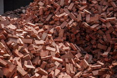 Rode die bakstenen op bouwwerven worden gestapeld Royalty-vrije Stock Fotografie