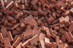 Rode die bakstenen op bouwwerven worden gestapeld Royalty-vrije Stock Afbeelding