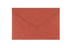 Rode die envelop van natuurlijk die vezeldocument wordt gemaakt op witte bac wordt geïsoleerd Royalty-vrije Stock Afbeelding