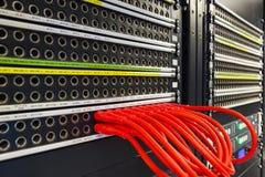 Rode die kabels met de de telefoon en Internet-lijn worden verbonden Royalty-vrije Stock Foto