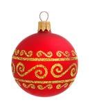 Rode die Kerstmisbal op de achtergrond wordt geïsoleerd Stock Afbeeldingen