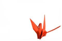 Rode die origamivogel op witte achtergrond wordt geïsoleerd Royalty-vrije Stock Afbeelding