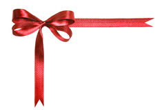Rode die stoffenlint en boog op een witte achtergrond wordt geïsoleerd Royalty-vrije Stock Foto