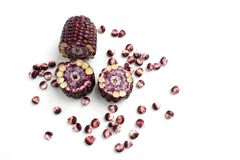 Rode die suikerma?s op witte achtergrond, Siam Ruby Queen-graan wordt ge?soleerd royalty-vrije stock afbeelding