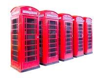 Rode die telefooncel vijf in Londen op witte achtergrond met het knippen van weg wordt geïsoleerd royalty-vrije stock afbeeldingen