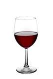 Rode die wijn in een glas op witte achtergrond wordt geïsoleerd Stock Afbeelding
