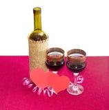 Rode die wijn en harten van rood document wordt gemaakt Stock Afbeeldingen