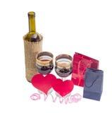 Rode die wijn, harten van rood document, twee document zakken worden gemaakt Stock Foto's