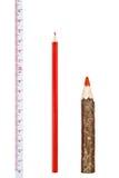 Rode dikke en dunne potloden met heerser Royalty-vrije Stock Afbeeldingen