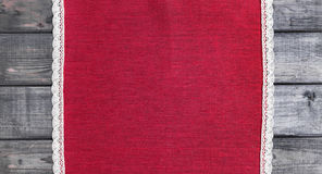 rode doek met wit linnen geweven met de hand gemaakt kant Royalty-vrije Stock Foto's