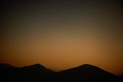Rode donkere nachthemel met sterren Royalty-vrije Stock Afbeelding