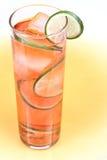 Rode drank met kalk Stock Afbeeldingen