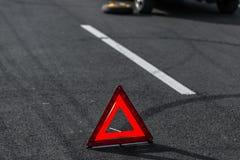 Rode driehoek van een auto stock afbeeldingen
