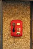 Rode drukknop openbare payphone royalty-vrije stock afbeelding