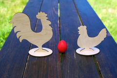 Rode ei, kip en haan Stock Afbeeldingen