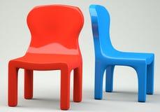 Rode en blauwe beeldverhaal-gestileerde stoelen Stock Foto's