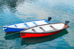 Rode en blauwe boten Royalty-vrije Stock Fotografie