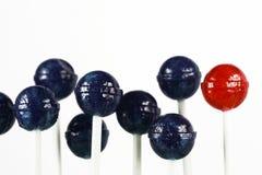 Rode en blauwe lollys Stock Foto's