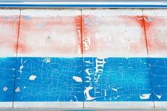 Rode en blauwe oude metaaltextuur als achtergrond Stock Fotografie