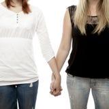 Rode en blonde haired meisjes die handen dicht omhoog houden royalty-vrije stock afbeeldingen