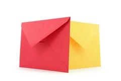 Rode en gele enveloppen Stock Foto's