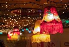Rode en gele lampen met kleine lichten stock foto's
