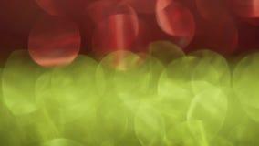 Rode en gele lichte lekken, gemengde kleurrijke bokeh in 4k stock footage