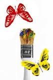 Rode en gele vlinders die boven penseel vliegen Royalty-vrije Stock Afbeelding