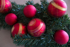 Rode en Gouden Kerstboombollen Stock Afbeeldingen