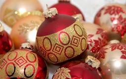 Rode en gouden Kerstmis ornamen Royalty-vrije Stock Afbeelding